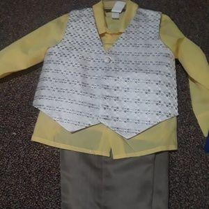 Other - 4 piece boys dress clothes,w/ tie